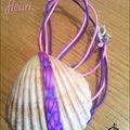 Coquillage fleuri monté sur fils de coton rose et violet