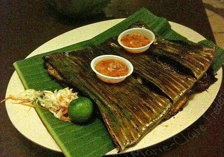 Raie grill e sur la braise dans une feuille de bananier du miel et du sel - Feuille de goyave acheter ...
