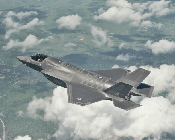 f-35-c3a0-dc3a9collage-court-atterrissage-vertical-photo-lockheed-martin