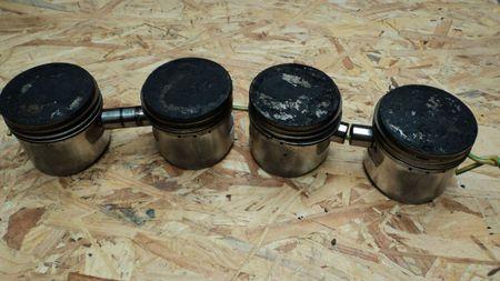DSC00157 pistons ensemble