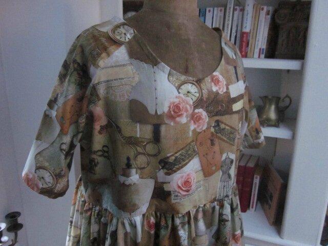 Robe RAYMONDE en coton imprimé ''l'atelier couture'' - manche raglan - longueur genoux - taille unique (5)