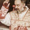 Saint Pio bénissant