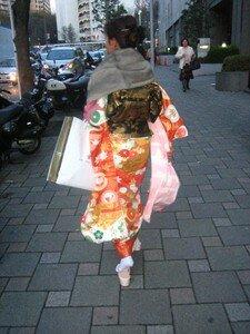 Hina_Matsui_08_03_09_005___furi_sode_manches_balancoires