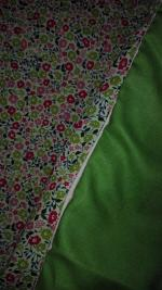 Plaid-Edredon en Liberty Fairford rose et vert, dos coton vert, passepoil rose 100x150 cm (6)
