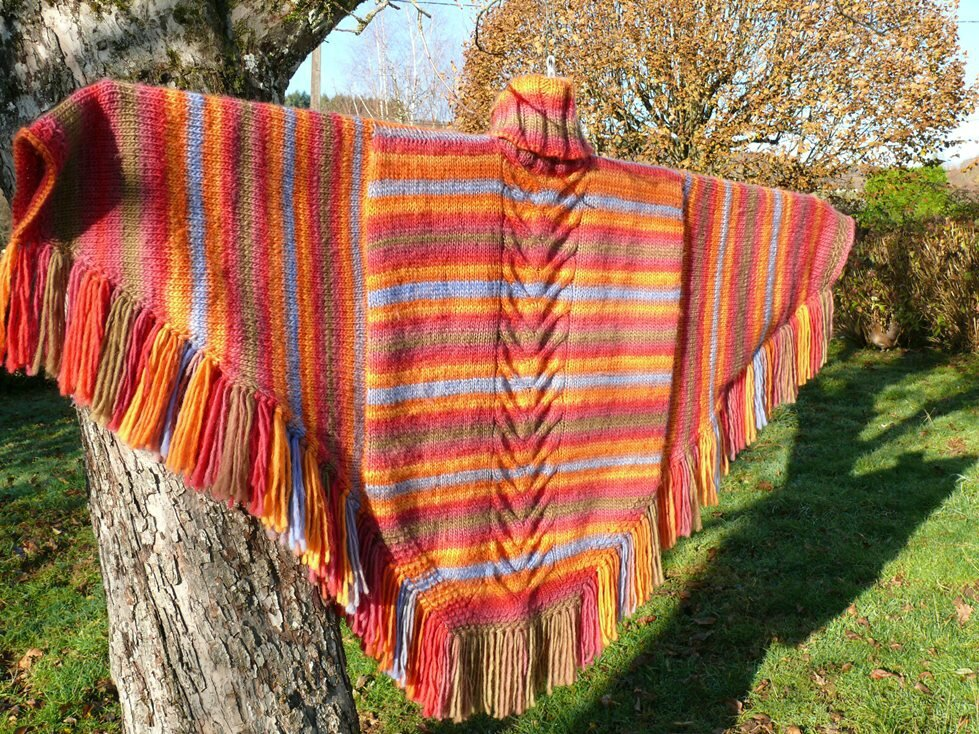 Un Poncho haut en couleur! A colorfull poncho for this winter!