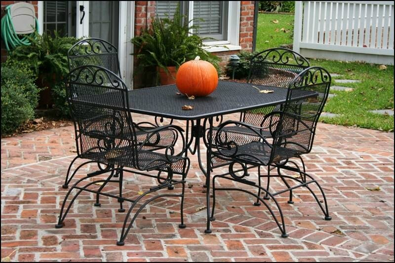 how-to-paint-wrought-iron-patio-furniture