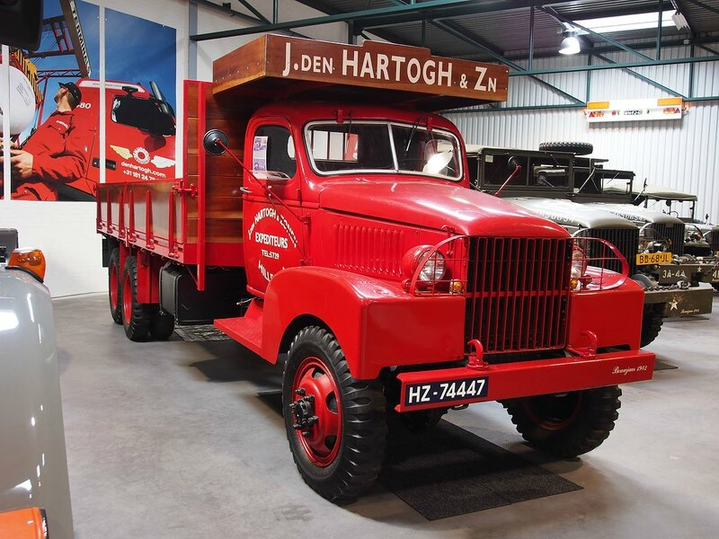 1280px-1942_GMC_truck_pic2