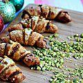 Croissants aux tomates séchées, grana padano et pistaches concassées {recette apéro}