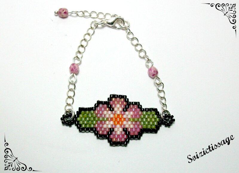 Bracelet enfant fleur rose à plat