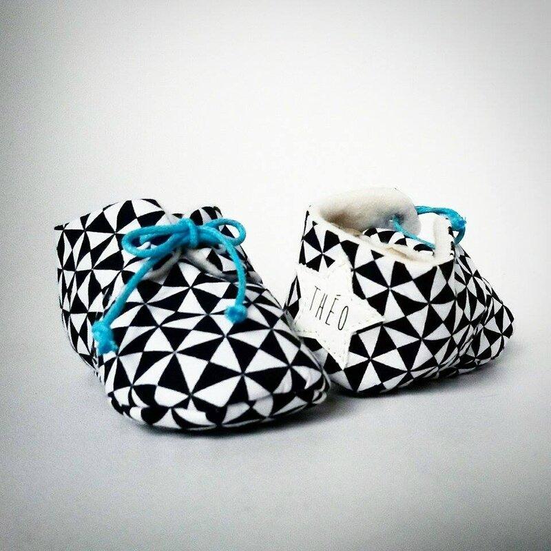 chaussures bebe personnalise prenom noir et blanc