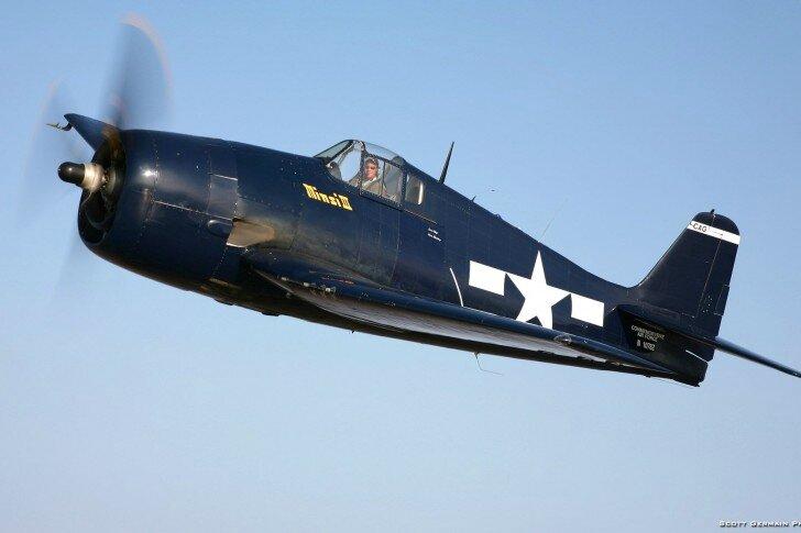avion-marine-Grumman-F6F-Hellcat-485x728