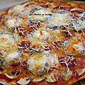Pizza champignon, chèvre et chorizo.