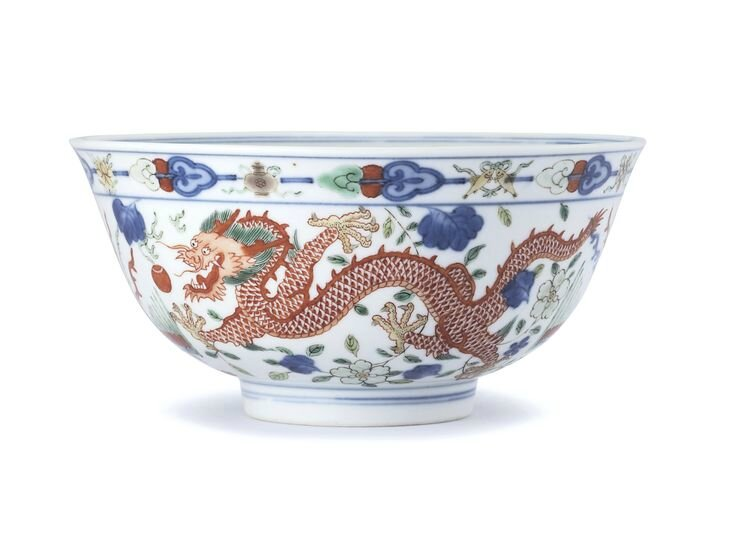 A fine wucai 'Dragon and Phoenix' bowl, Seal mark and period of Daoguang