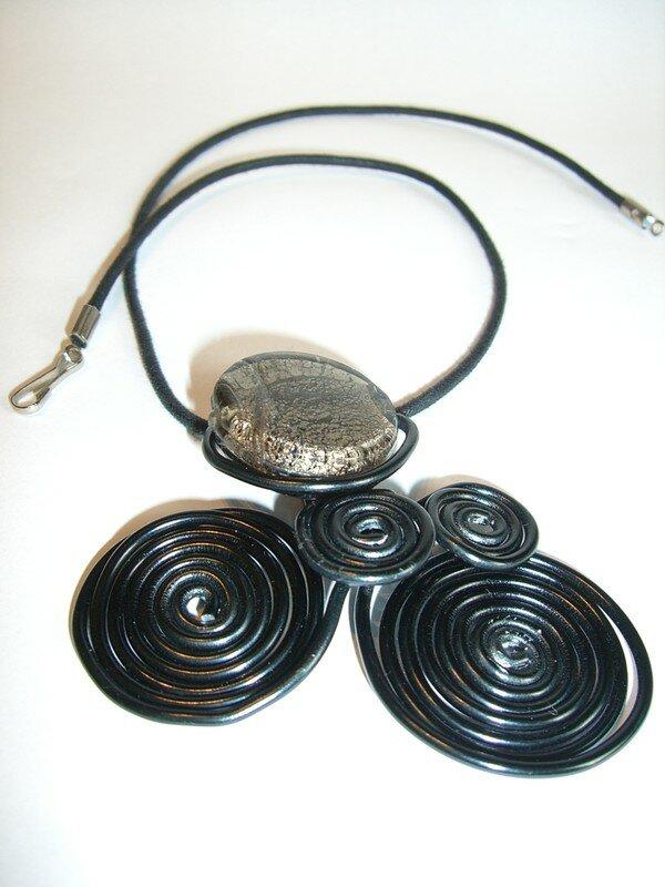 Collier noir 24 €