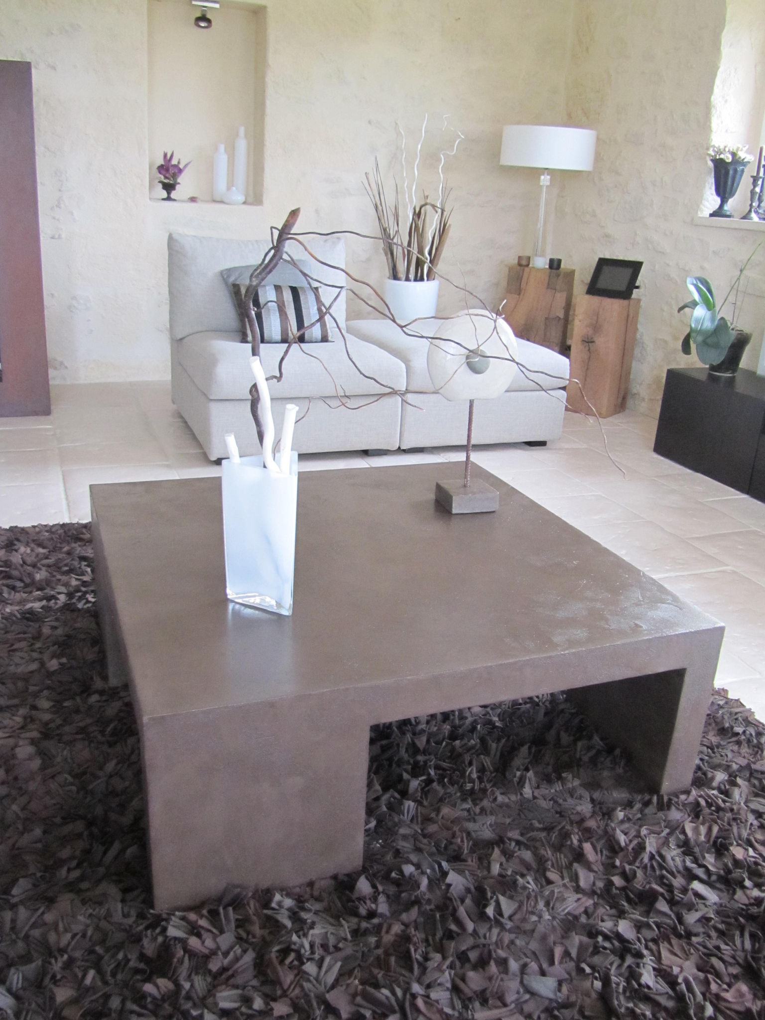 Table basse de salon en beton cire photo de beton cire le mobilier catherine pendanx - Table en beton cire ...