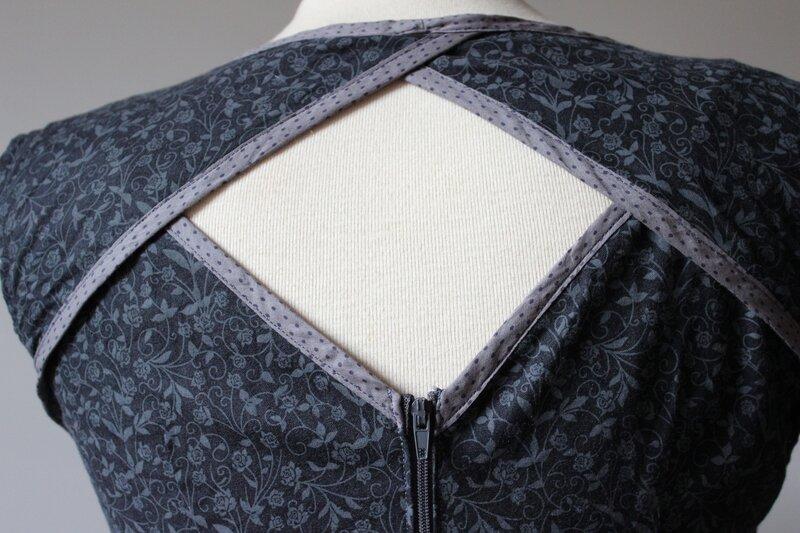 Robe Belladone noire 5