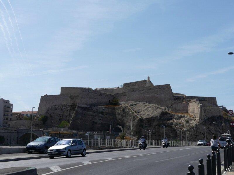 P1050654 citadelle d'Entrecasteaux, partie haute fort Saint Nicolas