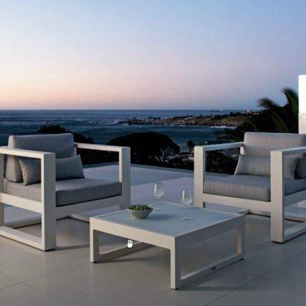 mobilier de piscine design great il existe en multiple coloris il est expos en magasin nhsitez. Black Bedroom Furniture Sets. Home Design Ideas