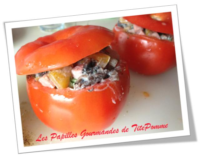 Tomates farcies aux champignons, jambon, poivron, coriandre et chèvre