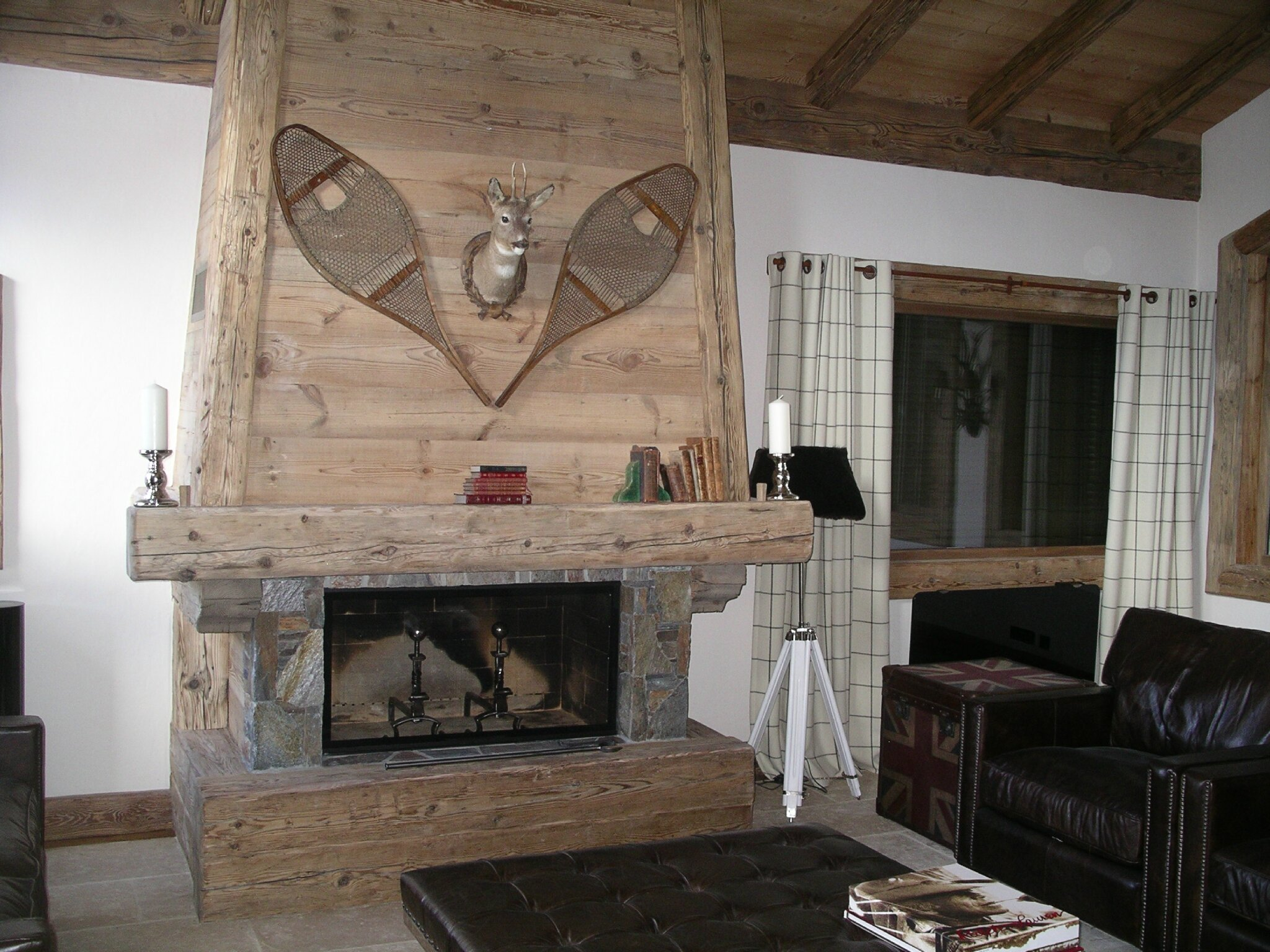 Chemin e salon photo de agencement interieur d 39 un chalet for Dans html