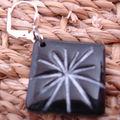 Boucles d'oreilles noire peinture blanche (side 1)
