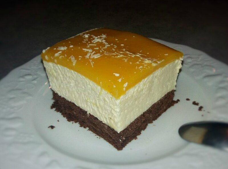 Part entremets brownie mousse chocolat blanc mangue