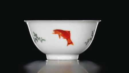 A_SMALL_FAMILLE_VERTE_AND_ANHUA_DECORATED__THREE_FISH__CUP