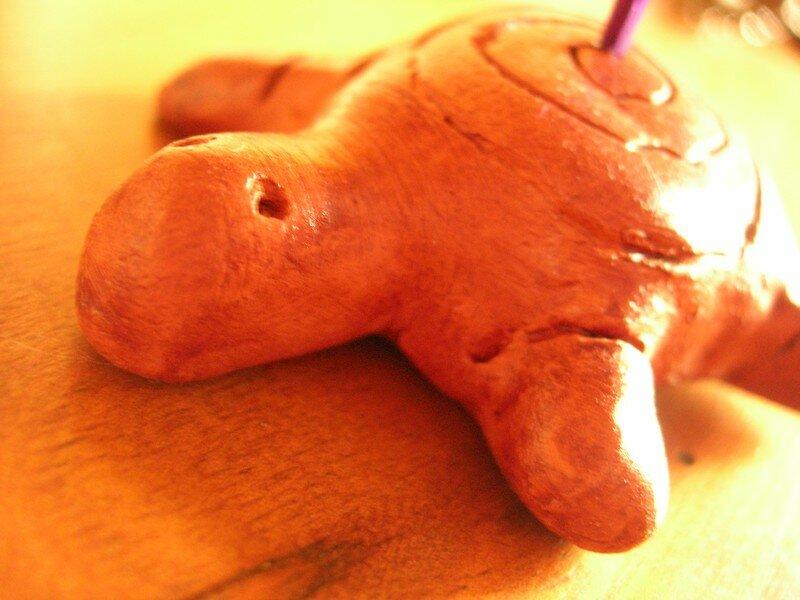 Tortue en terre cuite (porte encens), vue 1, réalisé par Mathilde (12 ans)