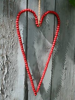 Long-round-bead-heart