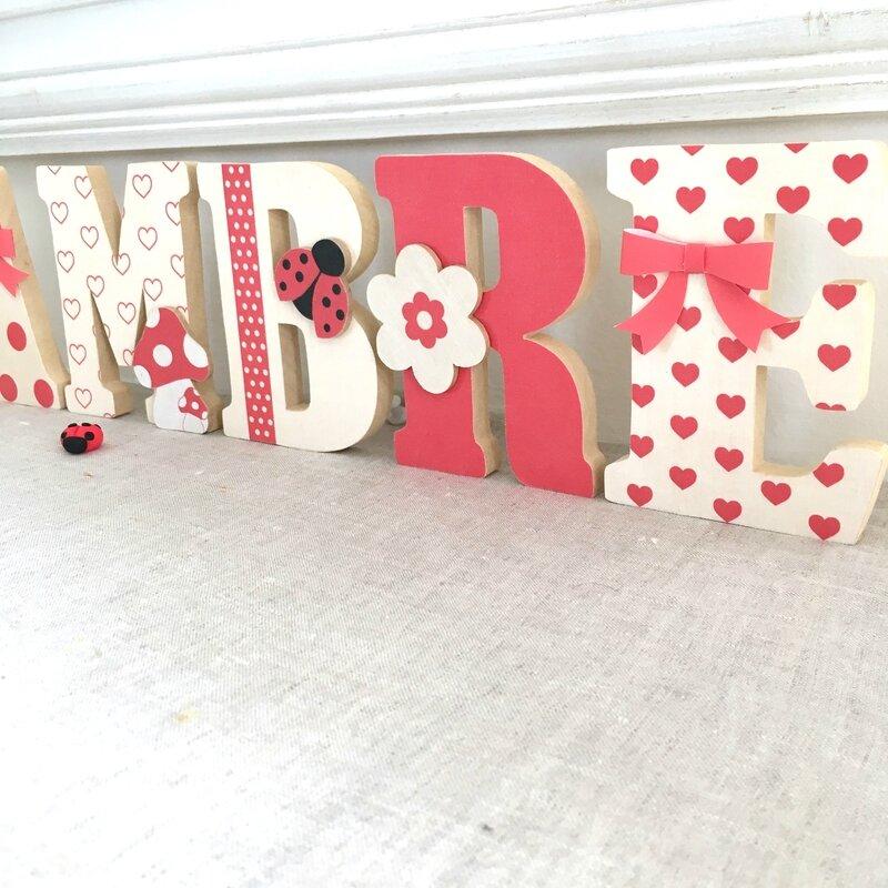 lettres en bois prenom rouge beige 4