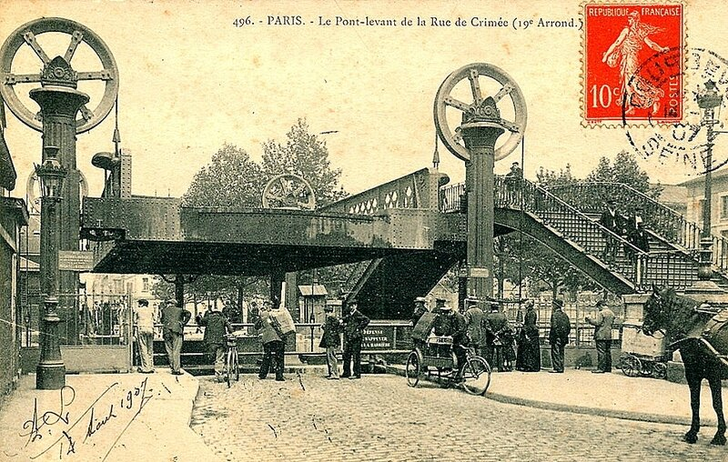 709_001_paris-xixeme-arrondissement-le-pont-levant-de-la-rue-de-crimee