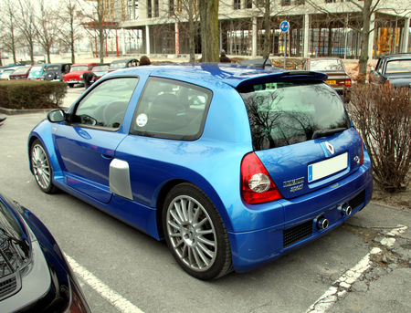 Renault_clio_V6__23_me_Salon_Champenois_du_v_hicule_de_collection__02