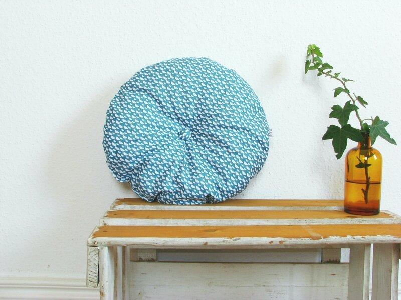 coussin rond bleu canard motif demi lune chezpiu 5