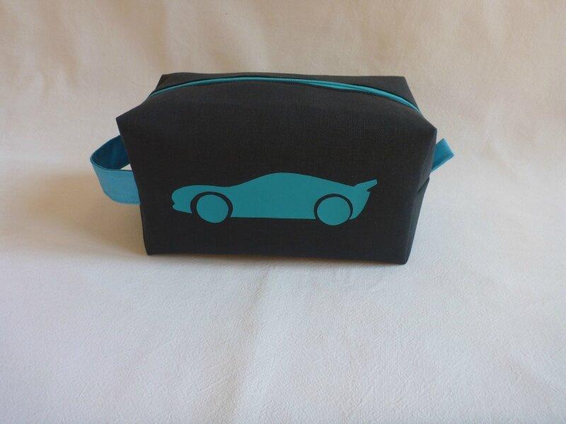 Trousse toilette Enfant noire et voiture bleue