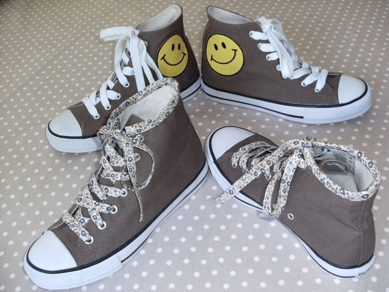 Converses smiley & liberty