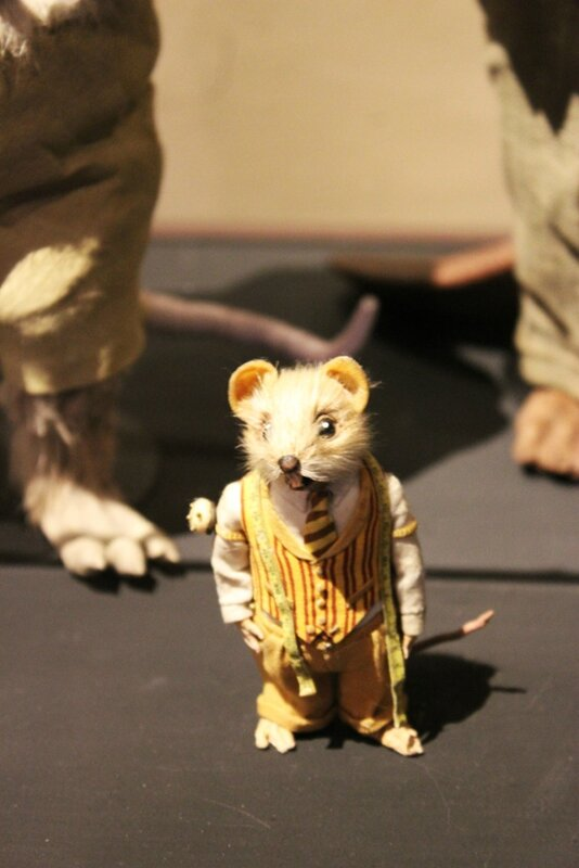 wes-anderson-follow-me-white-rabbit-alice-musee-miniature-lyon (35)