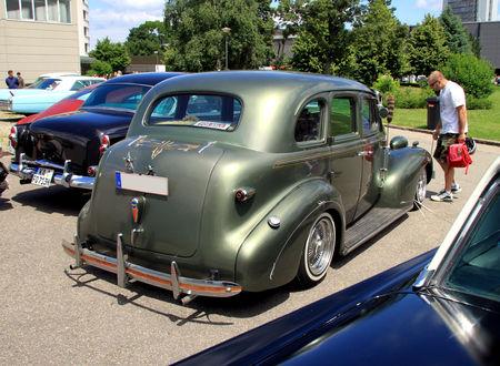Chevrolet_Master_deLuxe_4door_sedan_custom_de_1939__RegioMotoClassica_2010__02