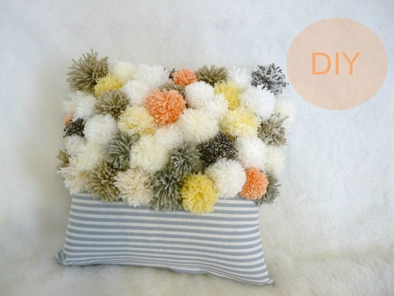 coussin pompons01