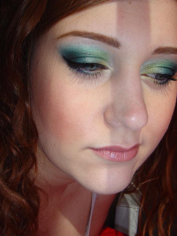 maquillage pour rousse aux yeux verts. Black Bedroom Furniture Sets. Home Design Ideas