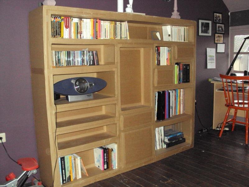 biblioth que en carton le show du carton. Black Bedroom Furniture Sets. Home Design Ideas