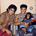Michael-Jackson-and-his-pet-Bubbles-Jackson-michael-jackson-29741527-500-362