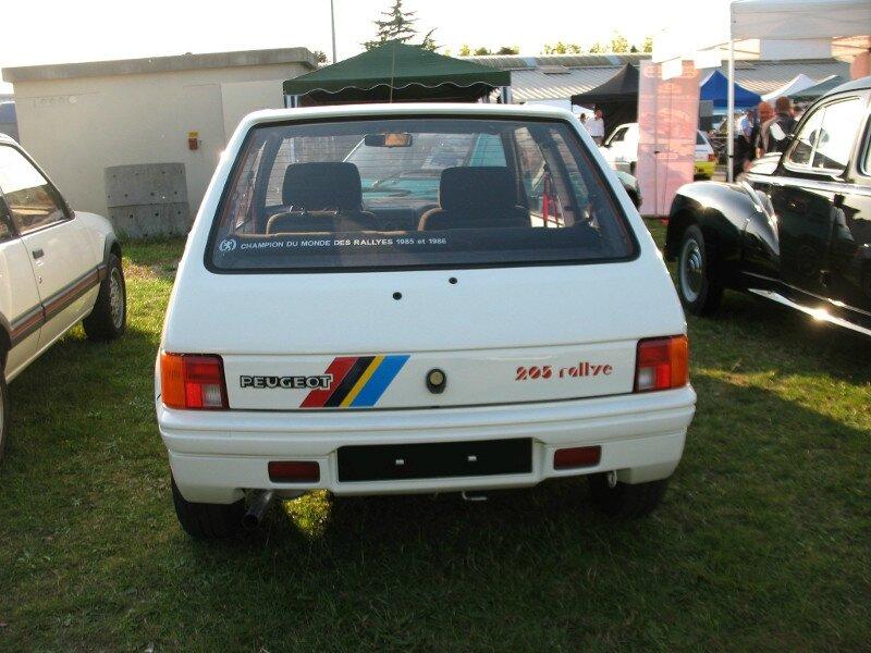 Peugeot205Rallyear