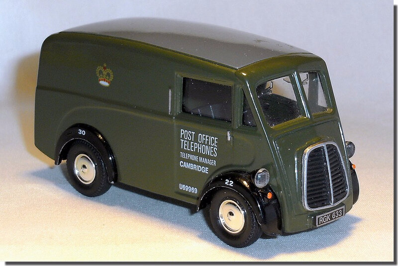 Corgi Morris J Van 08 RGK633 Post Office 01