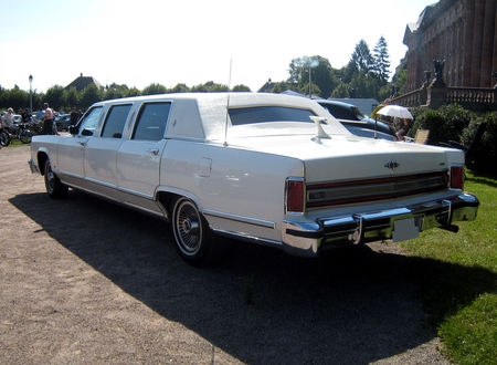 Lincoln_continental_limousine_de_1978_03