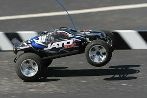 j33_side_wheelie_1_