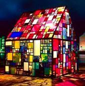 cabane de vitreaux en couleur