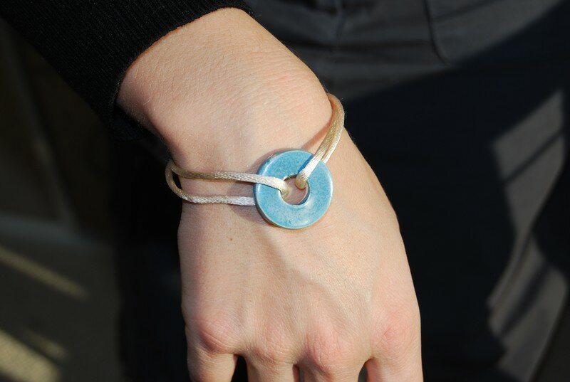 bracelet bleu : disponible