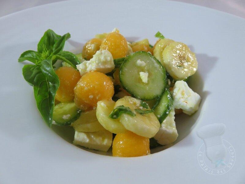Salade fraîche et légère à la banane et à la féta