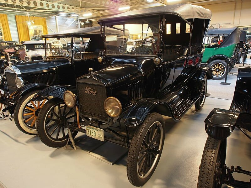 800px-1918_Ford_T_Open_Touring_pic1