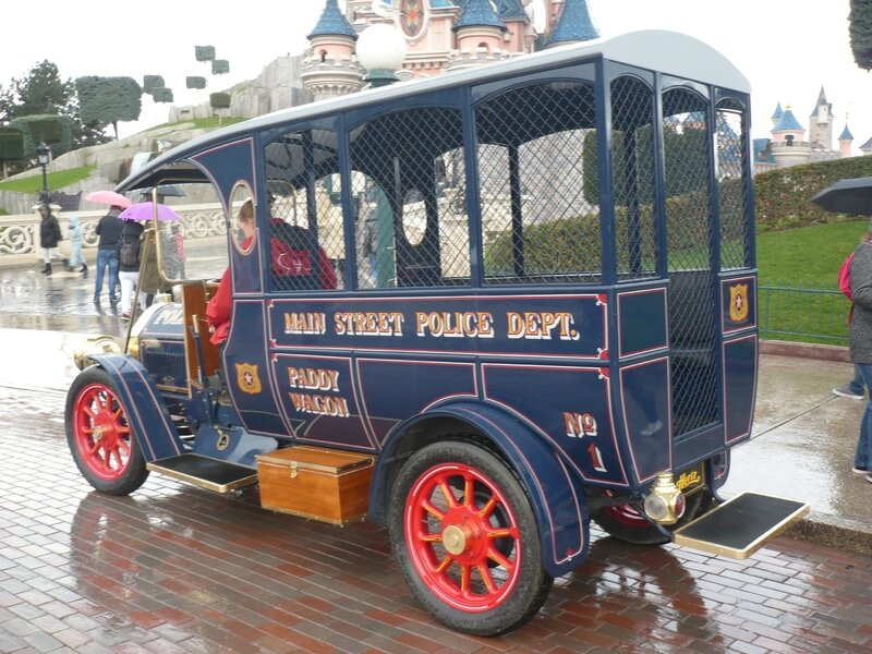 FORD Model T Paddy Wagon Réplica Marne la Vallée - Disneyland (2)